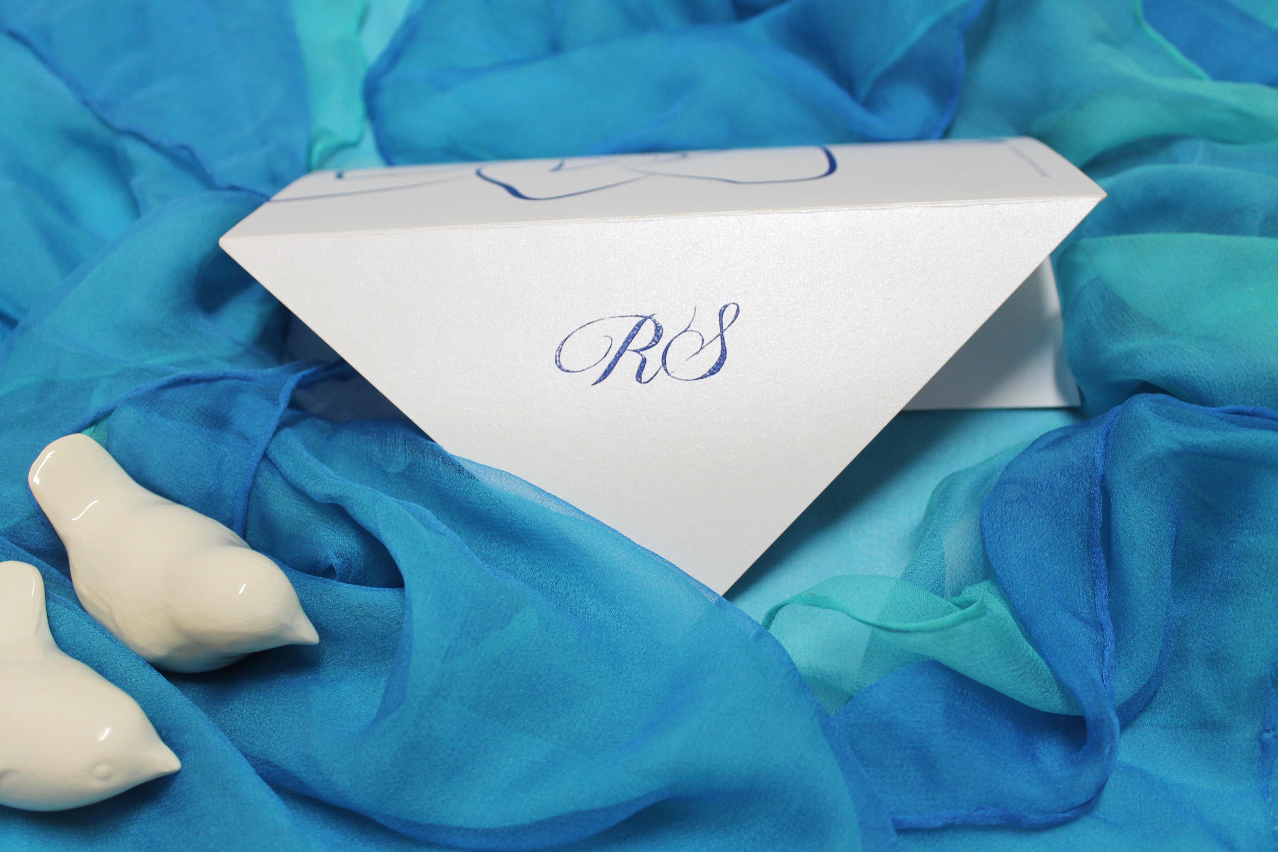 Partecipazioni di matrimonio in carta perlata: eleganza infinita