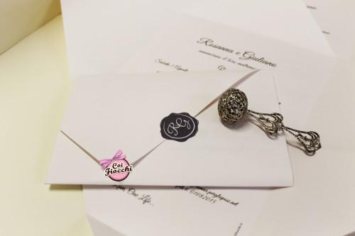 partecipazioni-di-nozze-a-foglio-unico-con -chiusura-adesivo-coi fiocchi-wedding-design