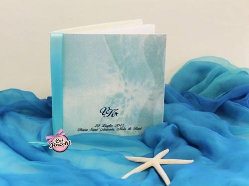libretto messa nozze a tema mare con nastro azzurro e grafica ad onde marine