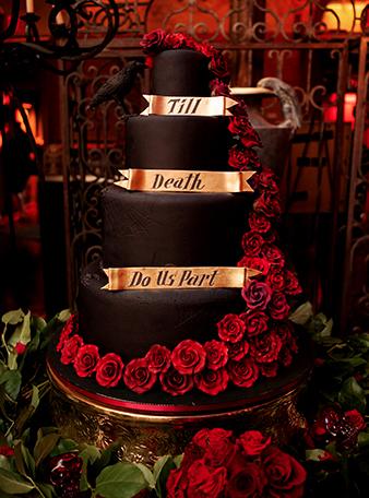matrimonio-a-tema-halloween-benvenuti-nel-castello-di-dracula-torta-di-nozze