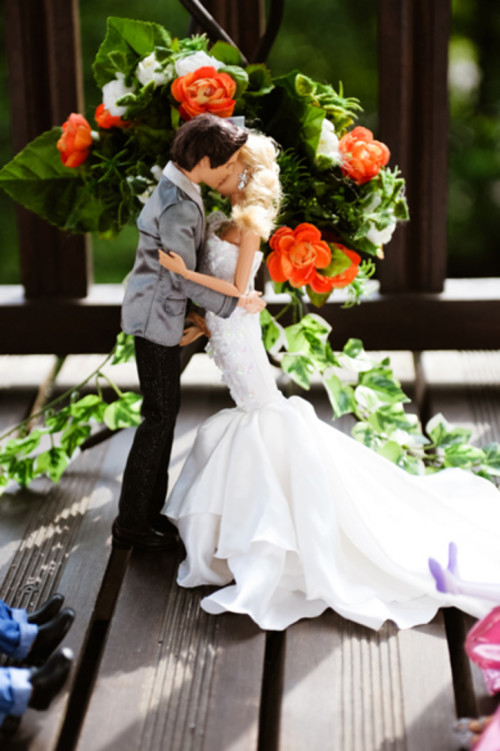 Siete invitati al matrimonio di Barbie e Ken _bacio