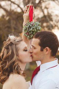 il-bacio-sotto-il-vischio-tradizioni-coi-fiocchi-speciale-natale