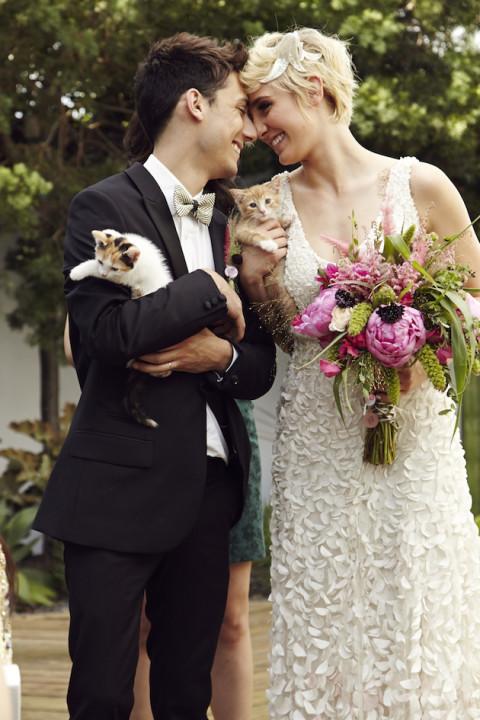matrimonio-col-gatto-quando-le-nozze-si-fanno-graffianti-sposi-con-gattini-Josh-Madson-Photography
