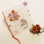 Creazioni fatte a mano: inviti e partecipazioni in carta naturale