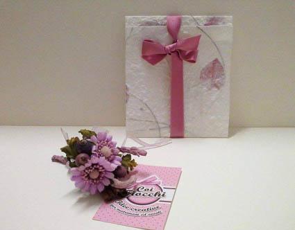 Scegliere la carta giusta per la partecipazione di nozze _carta naturale con petali