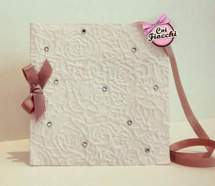 invito nozze in carta naturale e brillantini e nastro di raso confezionata a mano