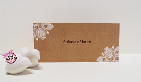 partecipazione-di-matrimonio-stampa-effetto-pizzo-su-texture-kraft-studio-grafico-coi-fiocchi