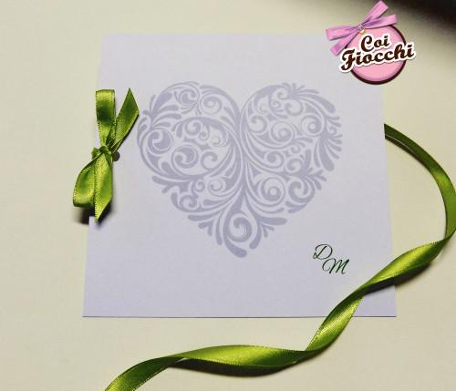 Partecipazioni-di-matrimonio-con-cuori-coi-fiocchi-cuori-argento-e-verde