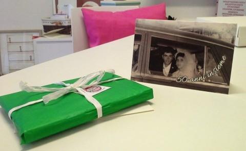 inviti personalizzati con foto vintage degli sposi per l'anniversario di matrimonio