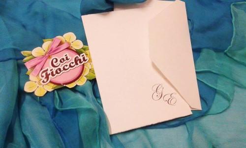 Inviti per anniversario di matrimonio_ 25° anniversario matrimonio_iniziali su carta sfrangiata_coi fiocchi