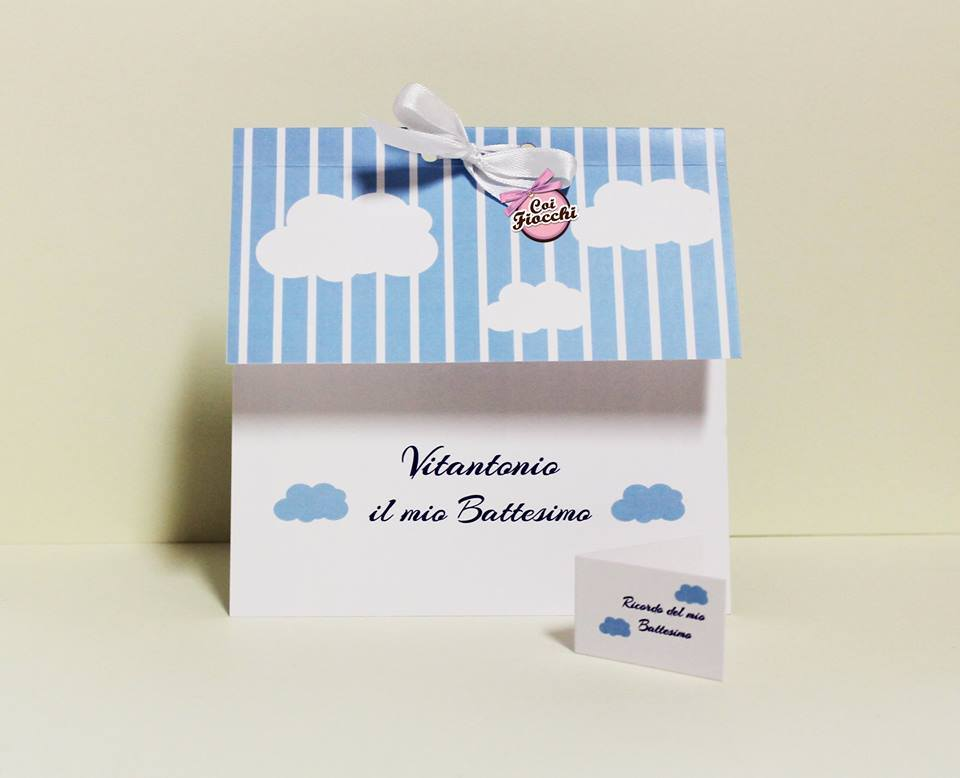 inviti-di-battesimo-personalizzati-per-bimbo-righe-e-nuvolette-coi-fiocchi-wedding-design
