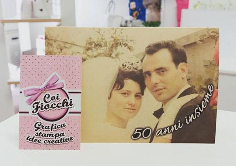 inviti anniversario matrimonio-invito-nozze-d-oro-con-fotografia degli sposi