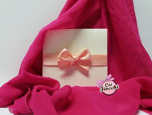 partecipazioni-di-nozze-color-rosa-pesco-nastro-raso-pesca-coi-fiocchi