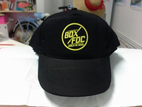 grafica pubblicitaria coi fiocchi-gadget personalizzati-cappellino-palestra Box FDC Crossfit