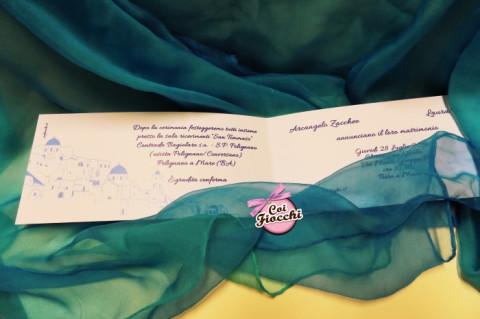 Partecipazione di nozze a tema viaggio_tema Santorini_interno_coi fiocchi wedding design