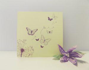 Scegliere la carta giusta per la partecipazione di nozze personalizzata_farfalle