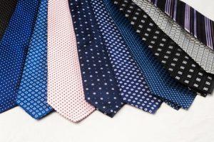 La cravatta dello sposo: quale scegliere e come annodarla.