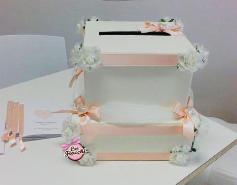 scatole-porta-buste-cuori-fiori-e-nastro-rosa-pesco