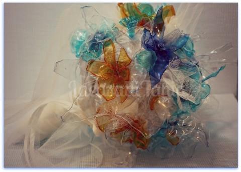 Bouquet-sposa-particolari-e-alternativi-per-la-sposa-originale-bouquet-plastica