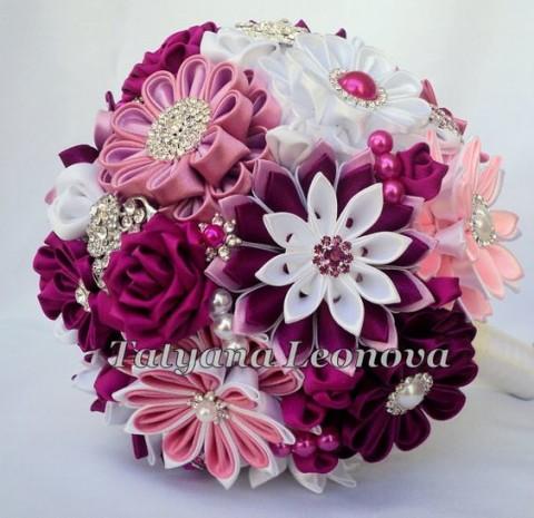 Bouquet-sposa-particolari-e-alternativi-per-la-sposa-originale-bouquet-stoffa-kanzashi_taliana-lenova