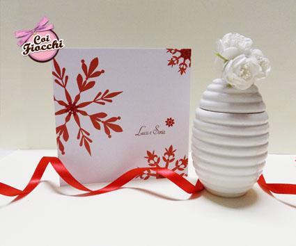 partecipazioni di nozze natalizie per chi si sposa a Dicembre-cristalli di neve rossi