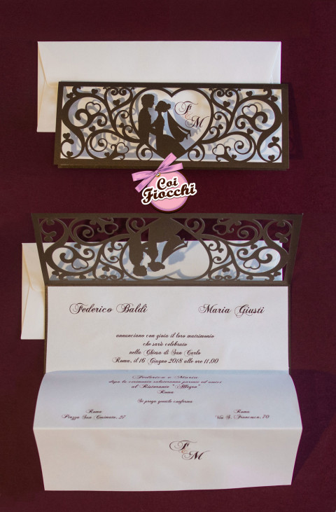 partecipazioni-di-nozze-laser-cut-coi-fiocchi-sagoma-sposi-e-ghirigori