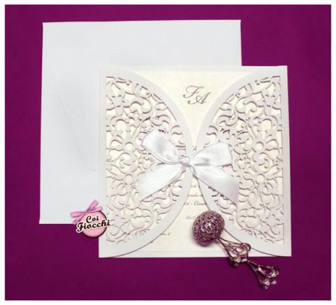 partecipazioni-di-nozze-laser-cut-coi-fiocchi-ante-total-white