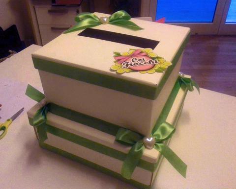 scatola-porta-buste a due piani con raso-verde-mela- e cuoricini-coi fiocchi