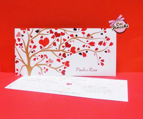 partecipazione di matrimonio con albero e cuori