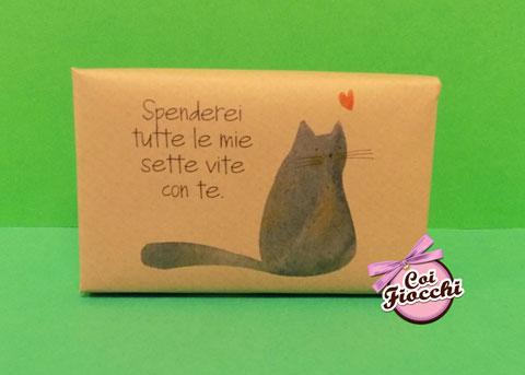 segnaposto nozze tema gatti saponetta profumata in sapone naturale con gatto nero e frase romantica