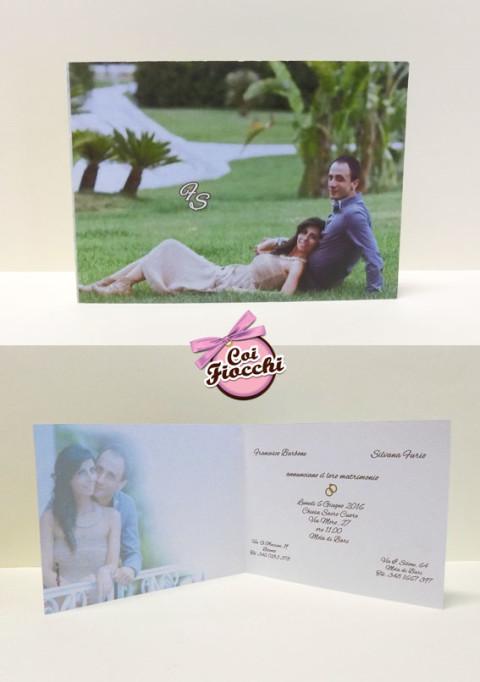Partecipazioni di nozze personalizzate con foto degli sposi all'interno e all'esterno