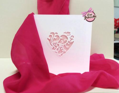 partecipazioni-di-nozze-color-rosa-pesco-cuore-intagliato
