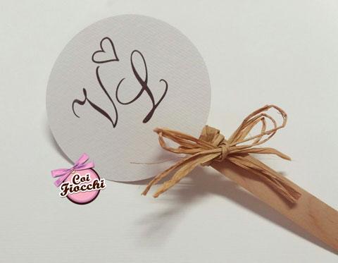 ventaglio nozze per gli ospiti fatto a mano in legno e cartoncino con fiocco in rafia