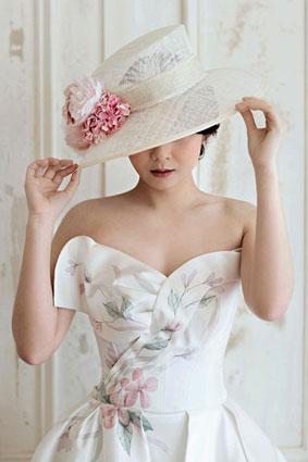 gli-accessori-della-sposa-tra-tradizione-e-modernita-ii-parte-cappello-falde-larghe-sposa