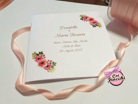libretto-messa-boho-chic-con-fiori rosa-e-nastro-color-pesca