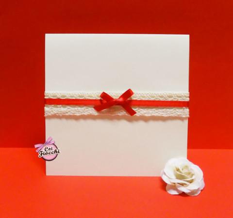 partecipazione-di-matrimonio-merletto-e-raso-rosso-studio-grafico-coi-fiocchi