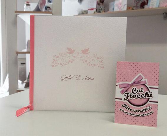 libretto messa semplice ed elegante con ghirigori e uccellini e nastro rosa