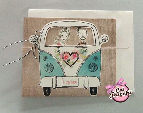 invito nozze a tema viaggion con sposini in furgoncino volkswagen-hippy