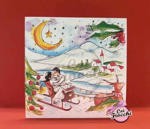 partecipazione-natalizia-illustrata-acquerello con gli sposi sulla slitta e paesaggio innevato a tema natalizio