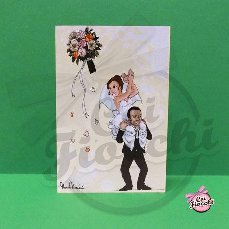 invito con caricatura manga che rappresenta il lancio del bouquet della sposa a cavalcioni sullo sposo