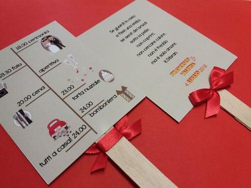 ventaglio-nozze-fatto-a-mano-rettangolare in cartoncino e legno con raso rosso