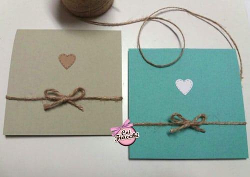 partecipazioni di nozze in carta riciclata kiwi e sky rustiche con nastro di juta e cuoricino