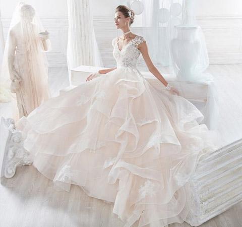 abito da sposa in stile principessa con gonna in tulle a balze e corpetto in pizzo- nicole spose collezione 2018