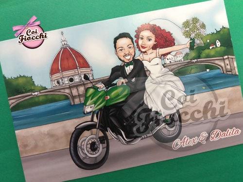 partecipazioni-matrimonio-con-caricature manga degli sposi su moto kawasaki 750 e in sfondo Firenze con la cupola di brunelleschi e l'arno