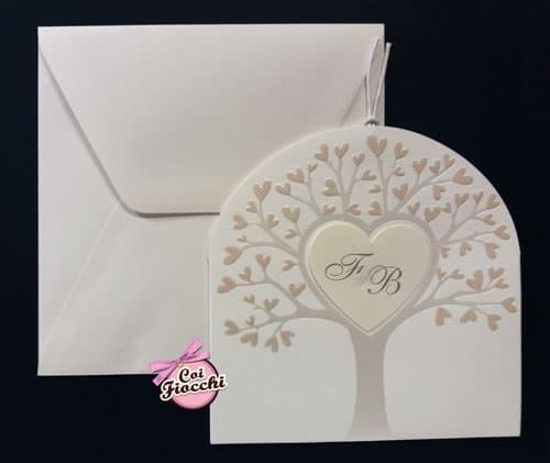 partecipazione-nozze con albero della vita con foglie a cuori cuore centrale con iniziali e formato asimmetrico