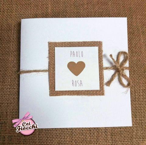 partecipazione-nozze- cartoncino e juta- con cuore in carta-kraft e spago
