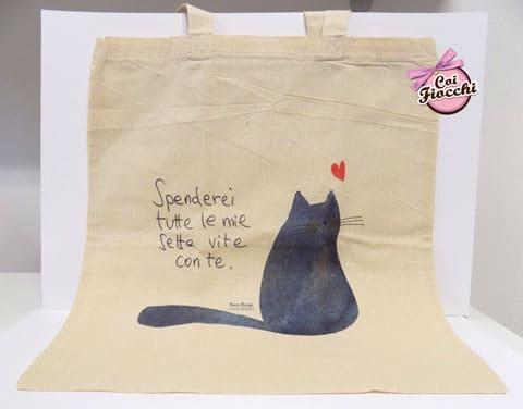 idee regalo a tema gatti-borsa-shopper in cotone bio con gattone disegnato e citazione