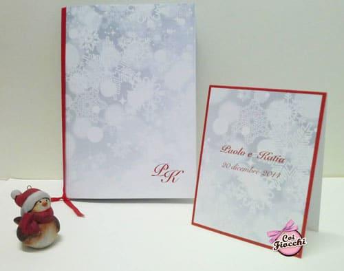 libretto messa e cavallotto segnatavolo per matrimonio a tema natalizio con nastro rosso e cristalli di neve