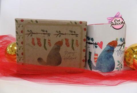 idee regalo natalizie a tema gatti-tazza mug con gatto illustrato e calze