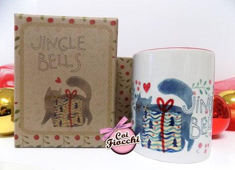 idee regalo natalizie- tazza mug con gatto disegnato e pacco regalo